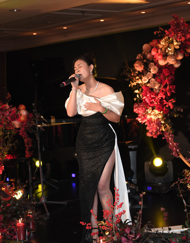 Chi Bao tinh tu ben ban gai xinh dep kem 16 tuoi-Hinh-7