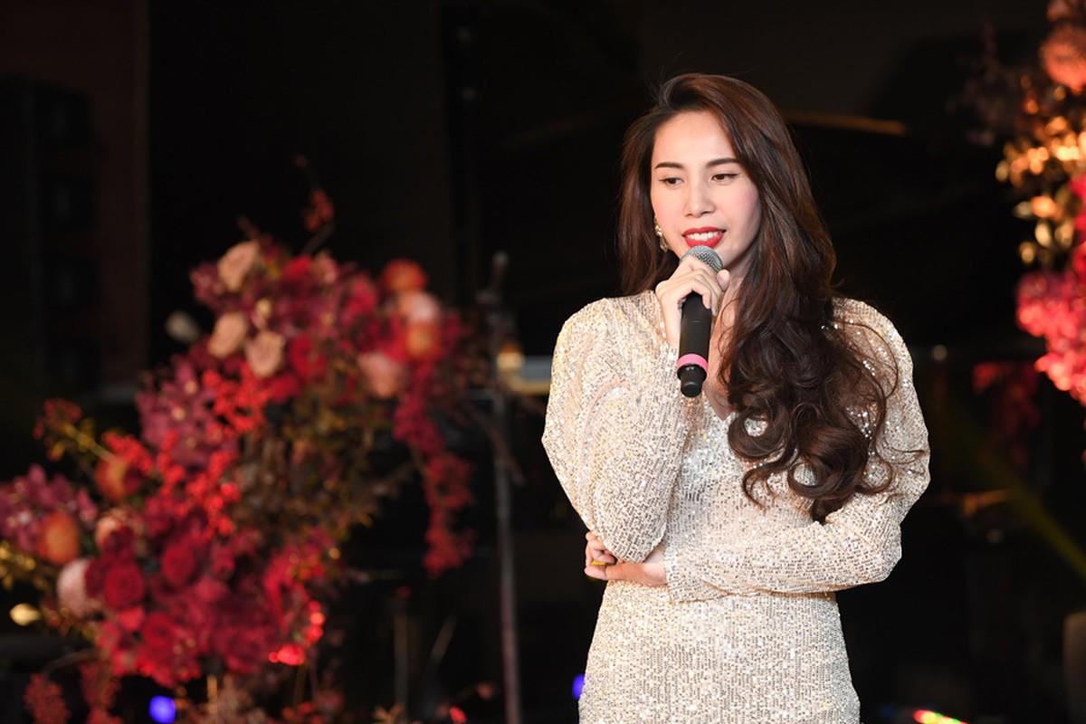 Chi Bao tinh tu ben ban gai xinh dep kem 16 tuoi-Hinh-9