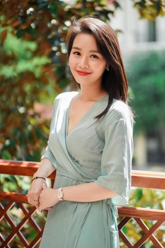 Nhan sac BTV Minh Hang VTV bi cat song vi mat qua tre-Hinh-10