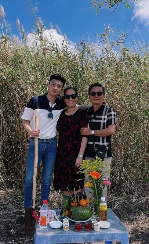 Dien vien Minh Tiep hanh phuc ben vo kem 13 tuoi va con gai-Hinh-5