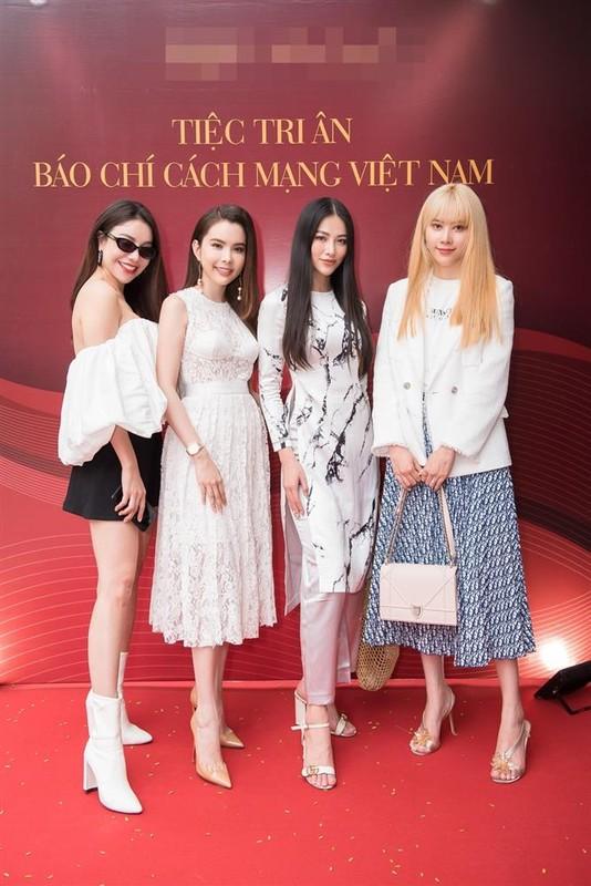 "Miss Earth Phuong Khanh bi boc chieu cao that sau anh ""co be di lac""-Hinh-5"