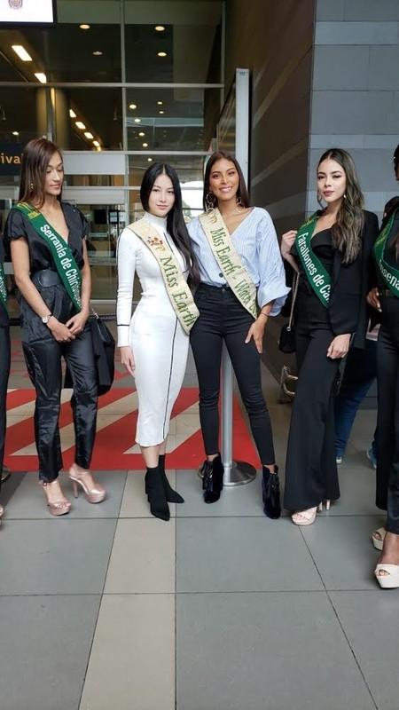 "Miss Earth Phuong Khanh bi boc chieu cao that sau anh ""co be di lac""-Hinh-8"