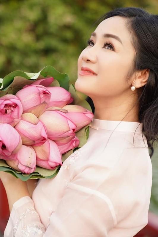 Tuoi 52, NSND Thu Ha van tre dep ngo ngang-Hinh-3