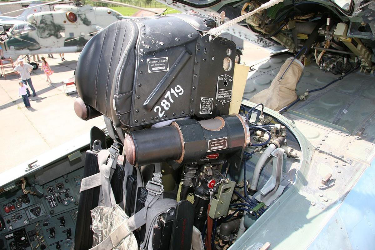 Phi cong F-22 My mac ket 5 gio trong buong lai sau tai nan-Hinh-10