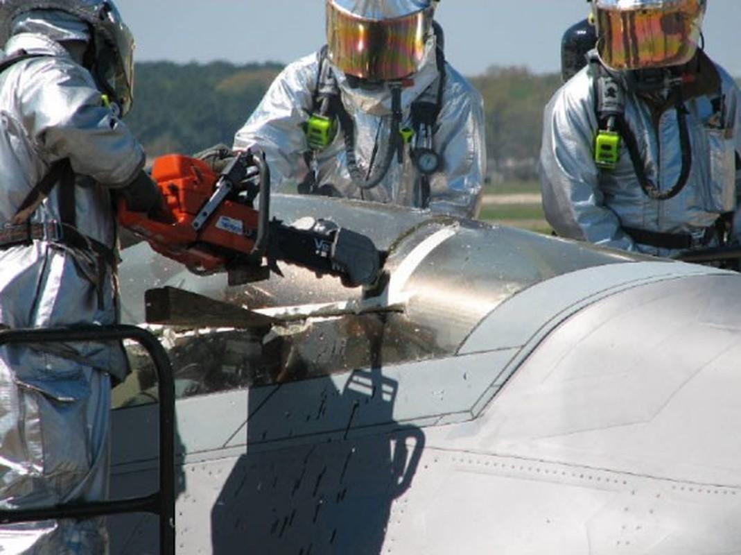 Phi cong F-22 My mac ket 5 gio trong buong lai sau tai nan-Hinh-5