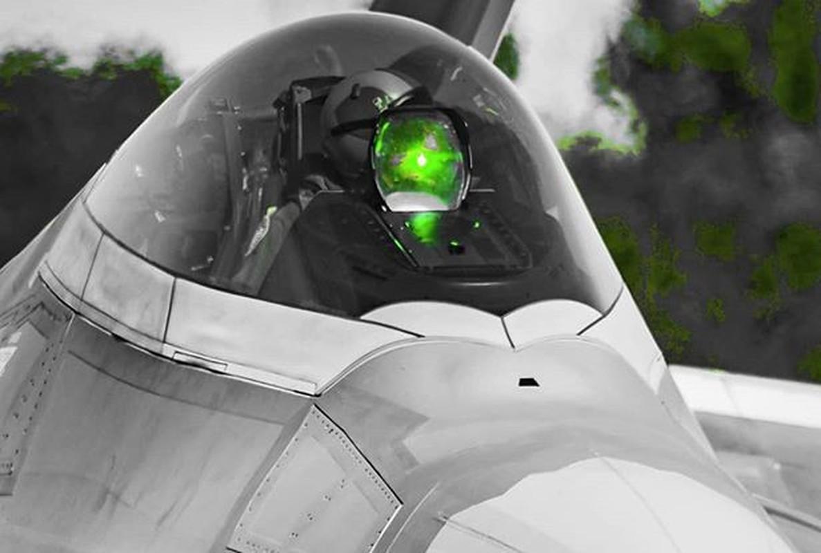Phi cong F-22 My mac ket 5 gio trong buong lai sau tai nan