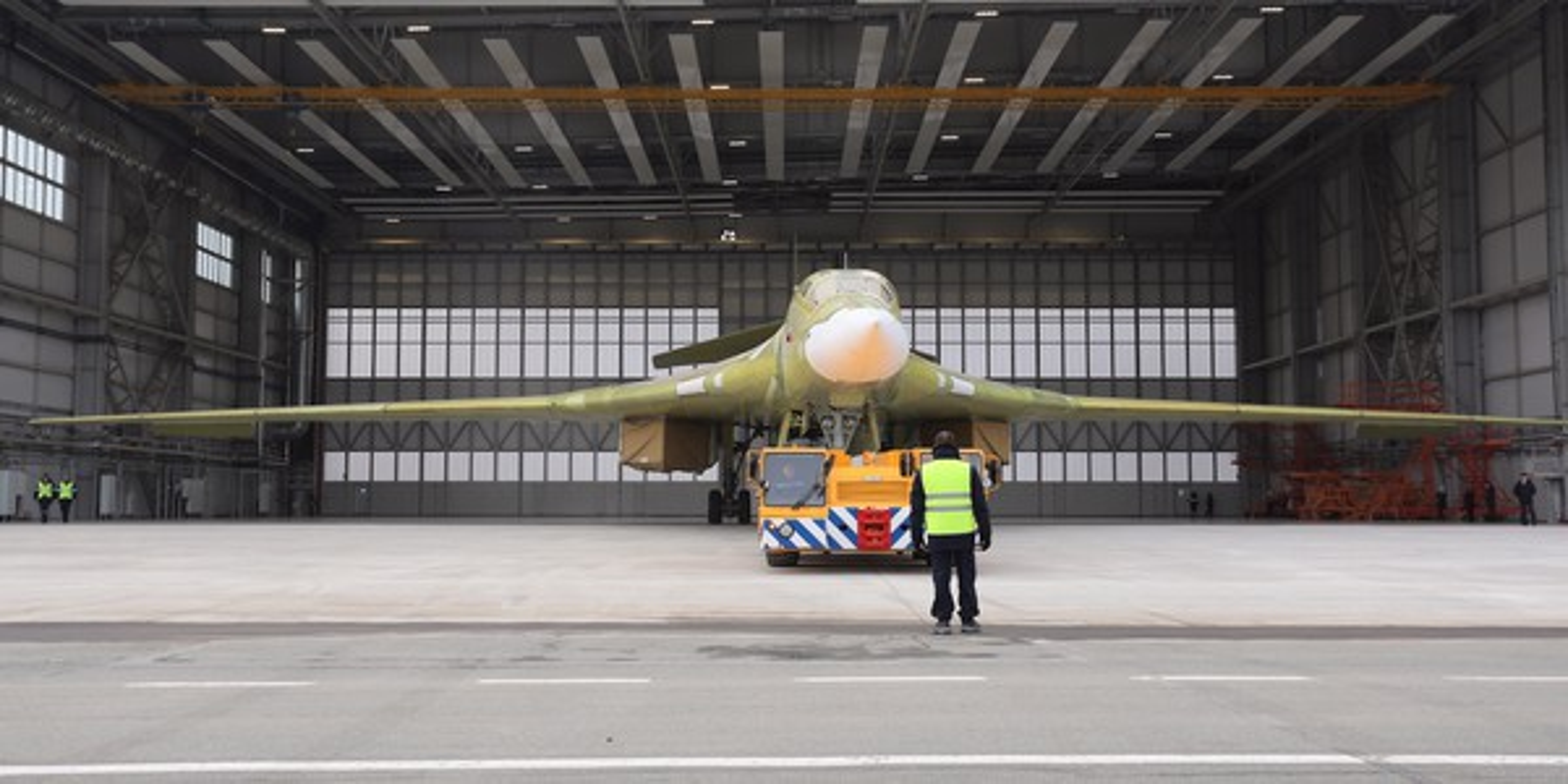 Sieu oanh tac co Tu-160M2 cua Nga sap hoan thien, san sang cat canh-Hinh-5