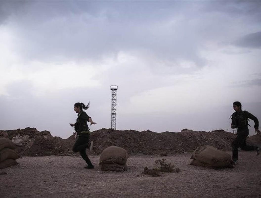 Tu IS den quan Tho, nu chien binh nguoi Kurd luon la noi am anh-Hinh-22