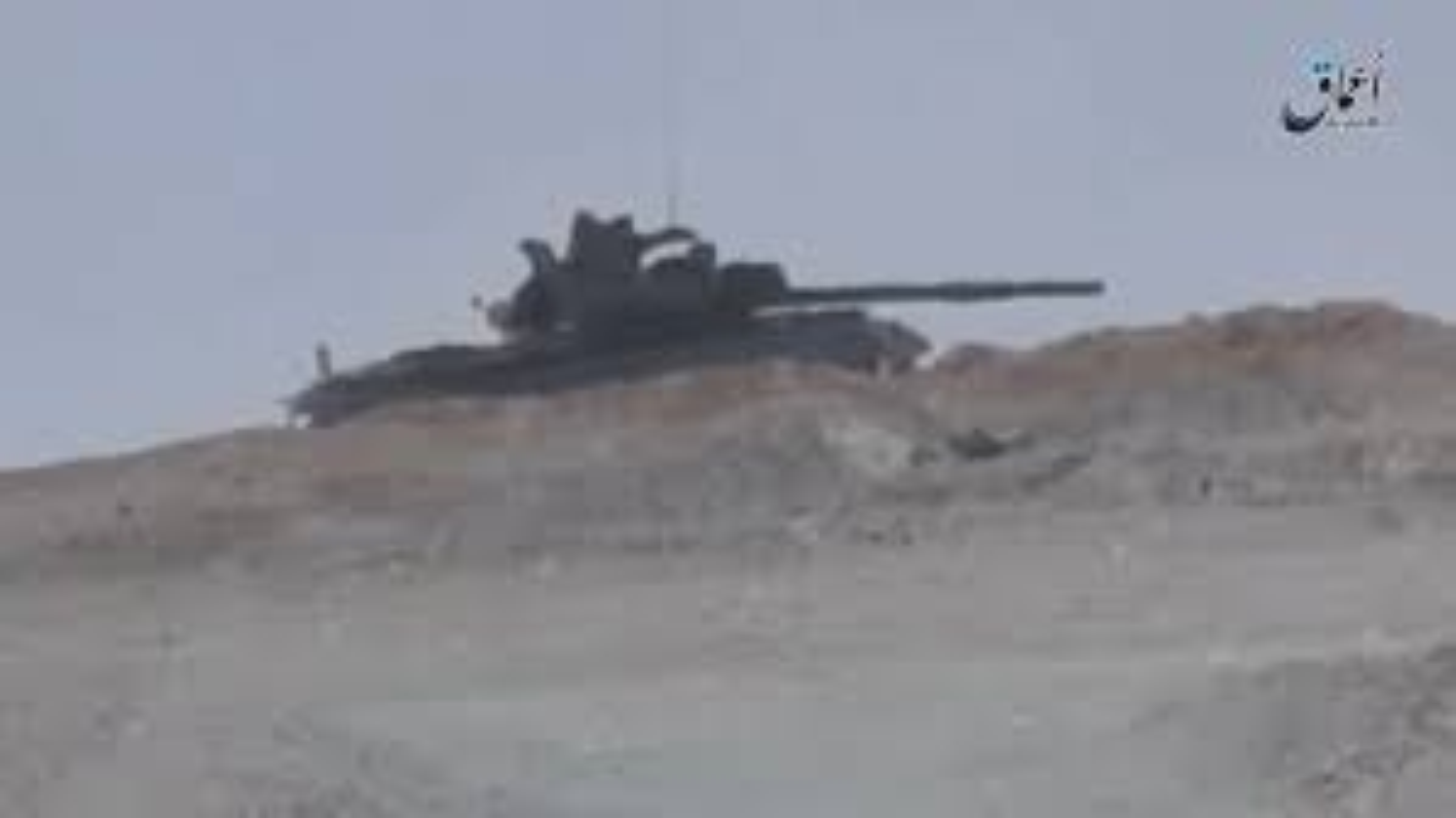 Xe tang T-62M cua Nga tan tanh o chien truong Idlib, Latakia-Hinh-7