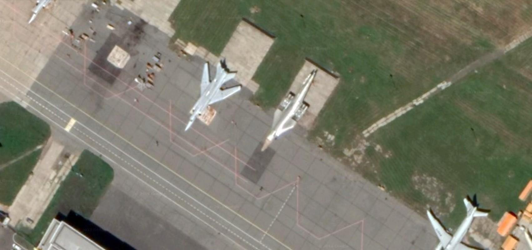 Can canh khoang dong co cuc khung cua sieu oanh tac co Tu-160M2-Hinh-6