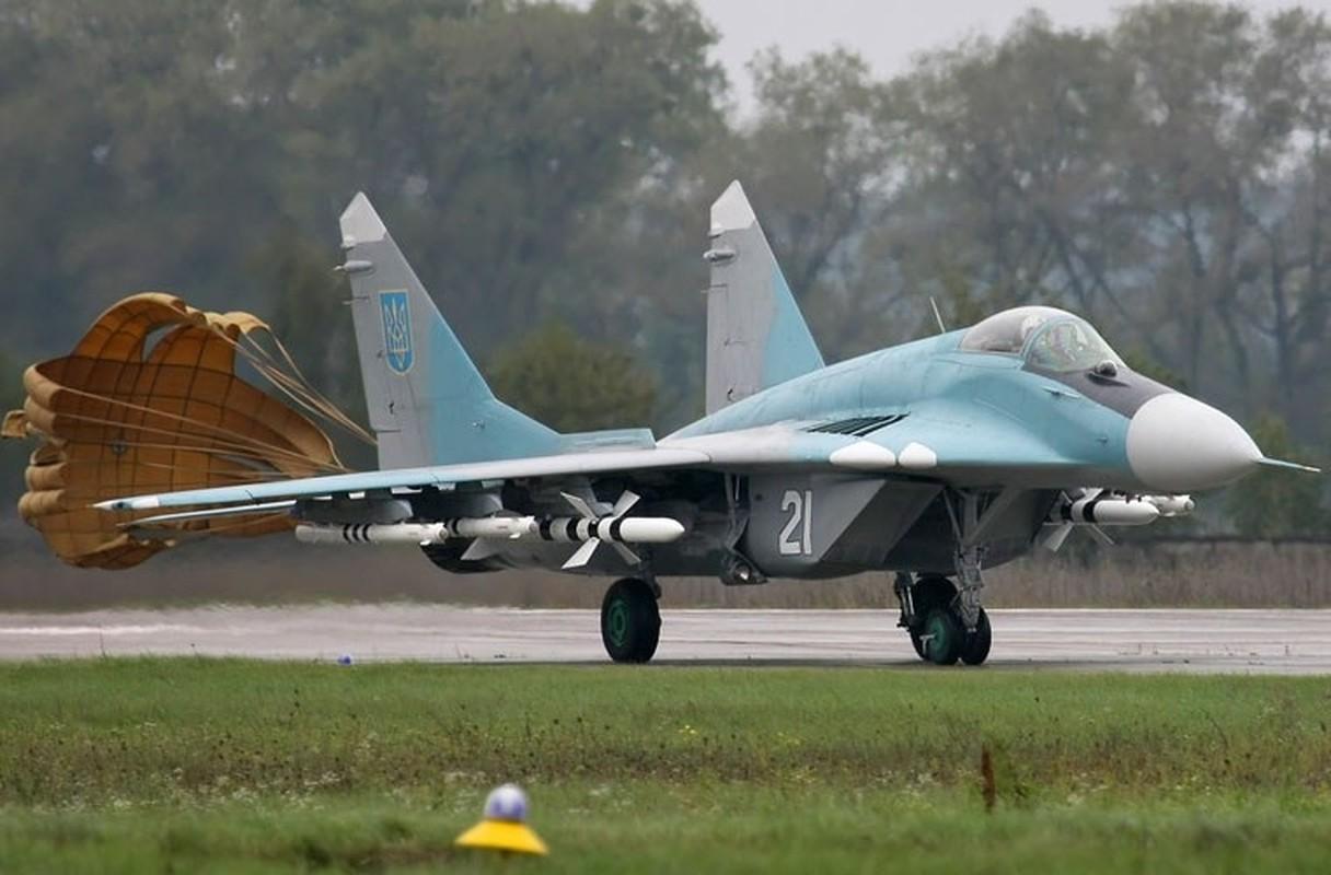Khong quan Ukraine nhan lo tiem kich MiG-29 chuan NATO dau tien-Hinh-2
