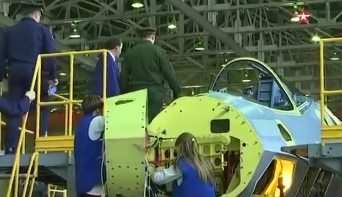 Tu hao vi tiem kich Su-57, Nga sap don chiec dau tien vao bien che-Hinh-11