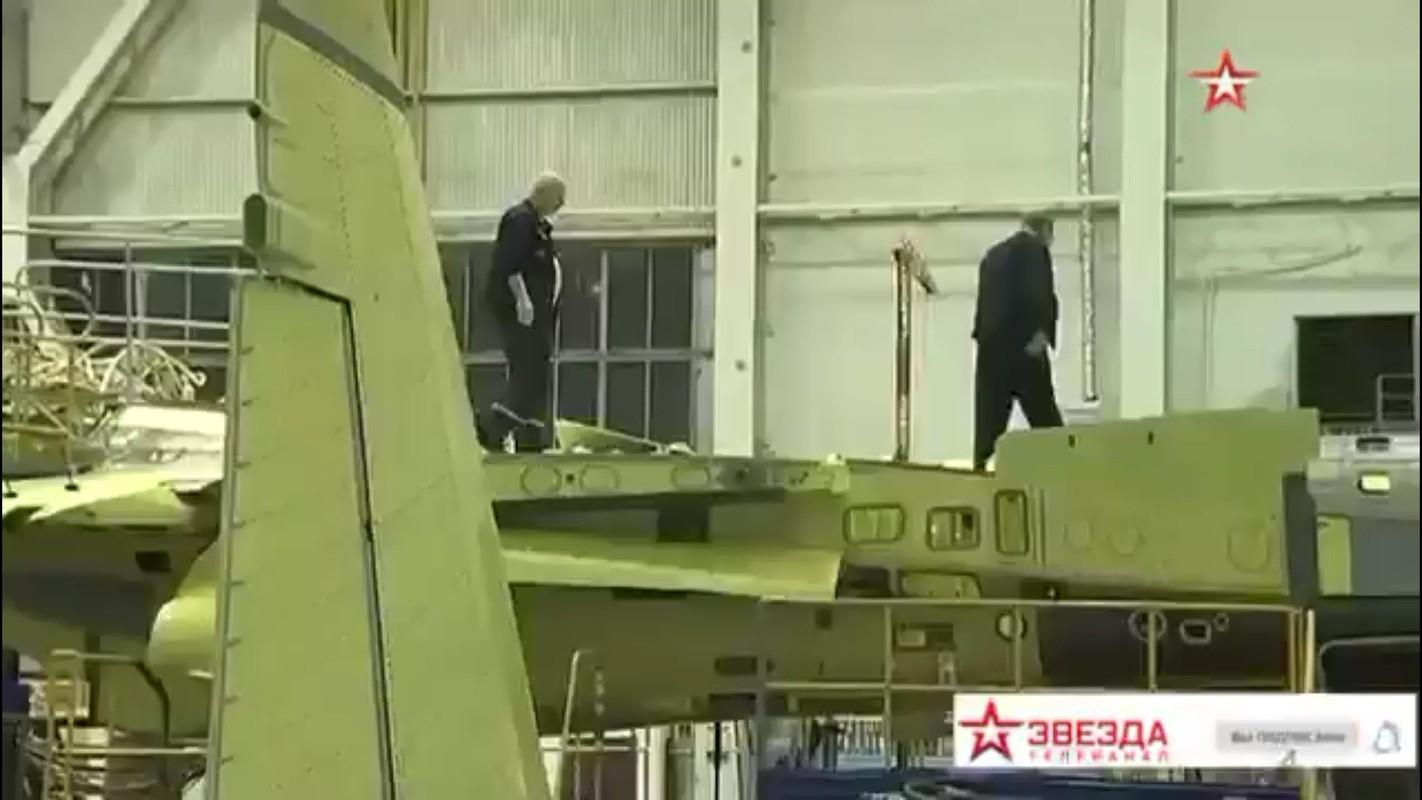Tu hao vi tiem kich Su-57, Nga sap don chiec dau tien vao bien che-Hinh-6