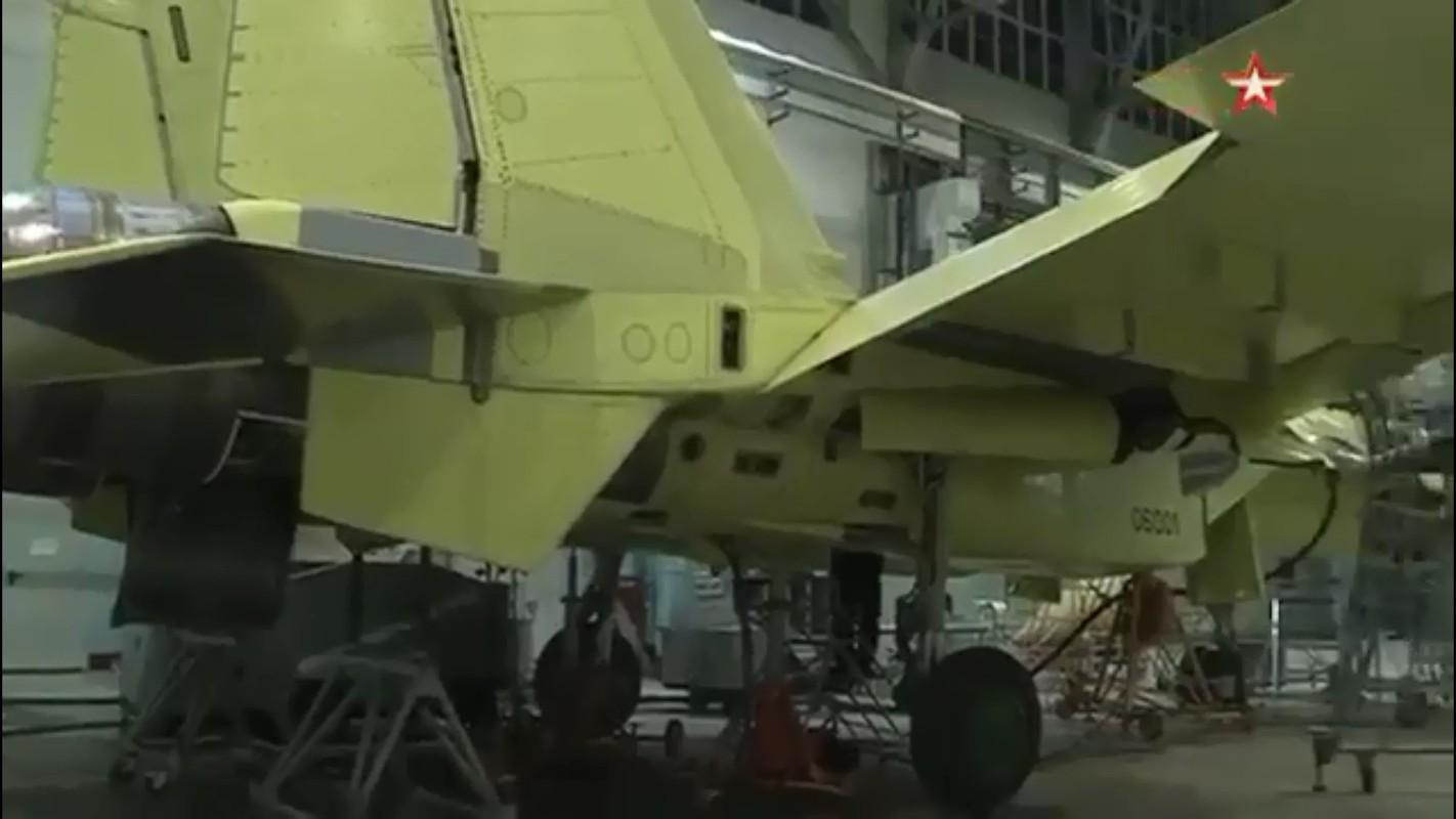 Tu hao vi tiem kich Su-57, Nga sap don chiec dau tien vao bien che-Hinh-9