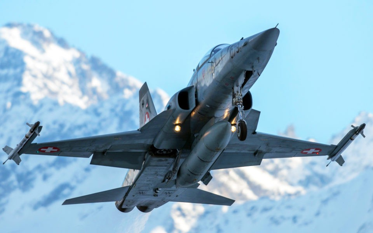 Mua lai tiem kich F-5E cu rich, My co toan tinh gi khien Nga, Trung lo ngai?-Hinh-15