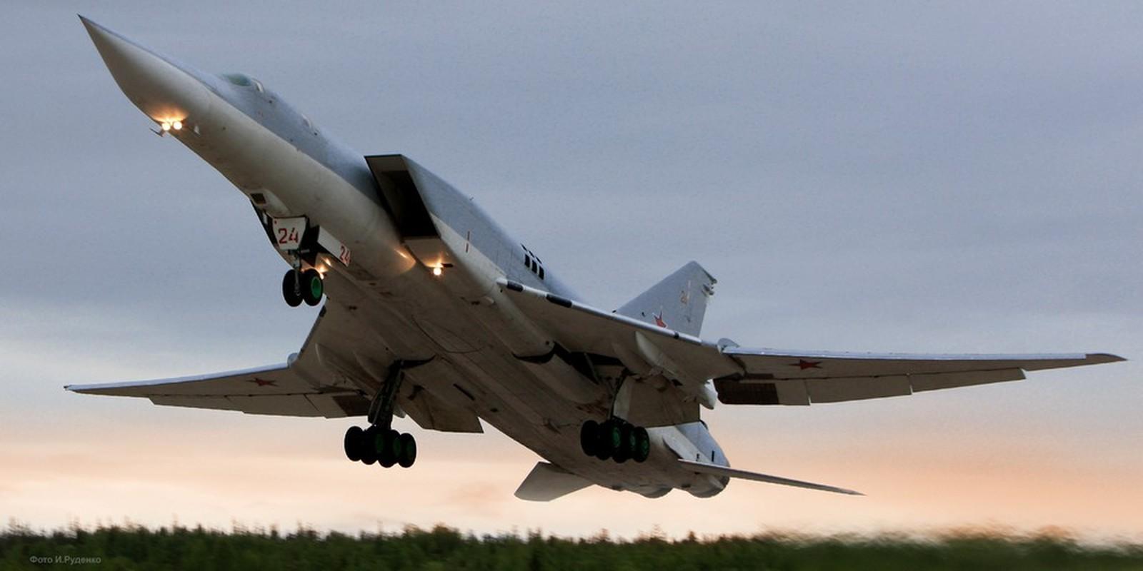 Oanh tac co Tu-22M3 xuat hien o Iran, vi sao Israel cung