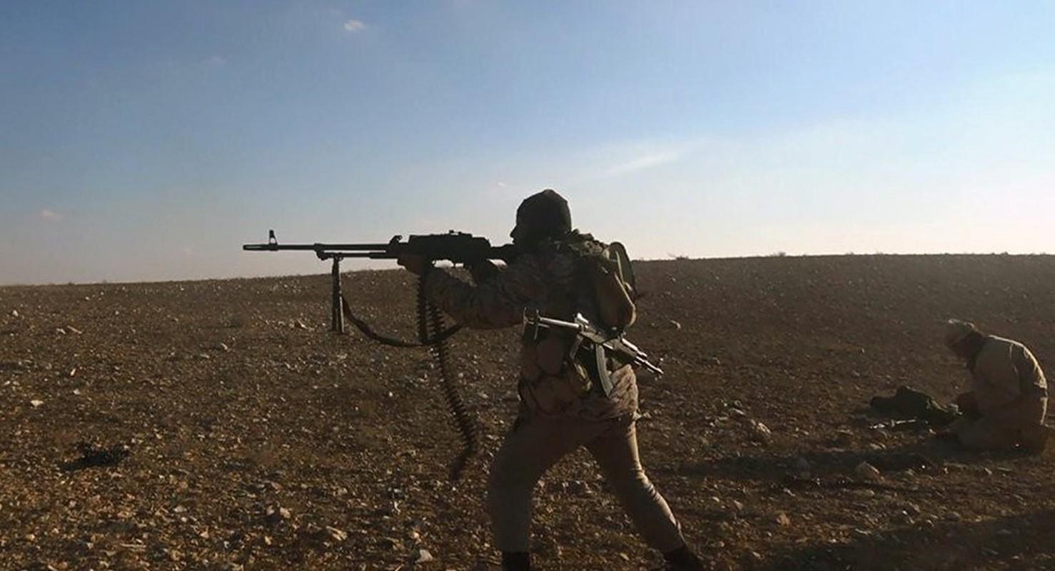 Quan doi Syria manh tay khi dua loat sung may PK cua Nga vao chien truong Idlib-Hinh-10