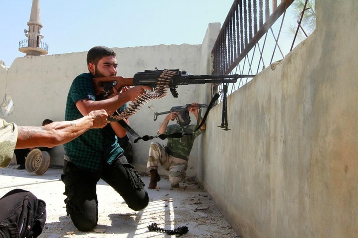 Quan doi Syria manh tay khi dua loat sung may PK cua Nga vao chien truong Idlib-Hinh-22