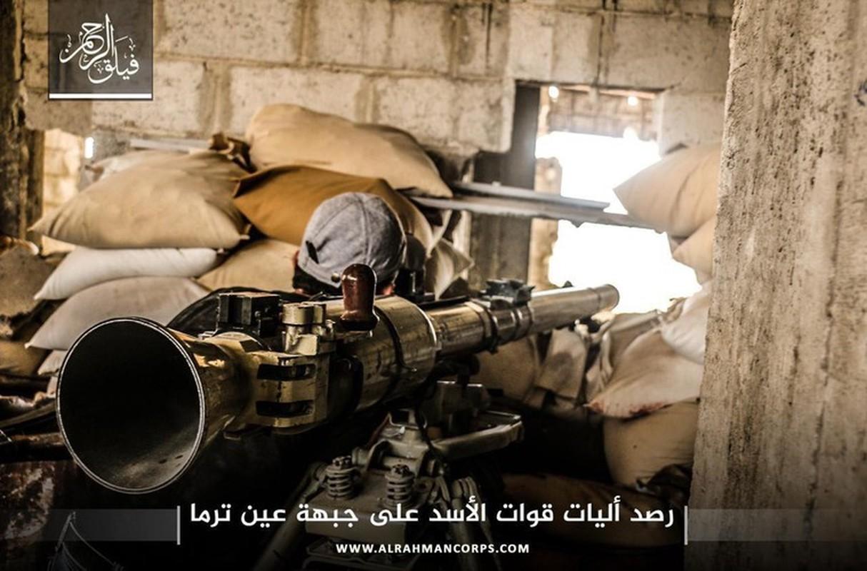 Kinh ngac binh si Syria lieu minh vac ca phao SGP-9 len vai khai hoa-Hinh-24