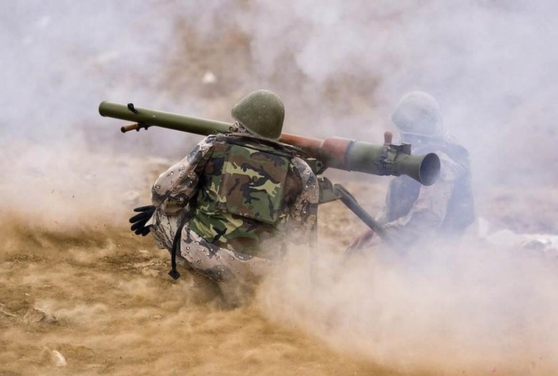 Kinh ngac binh si Syria lieu minh vac ca phao SGP-9 len vai khai hoa-Hinh-5