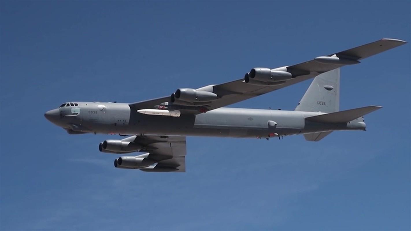 My lien tiep khoe hinh anh ten lua AGM-183A tren may bay nem bom B-52H-Hinh-2