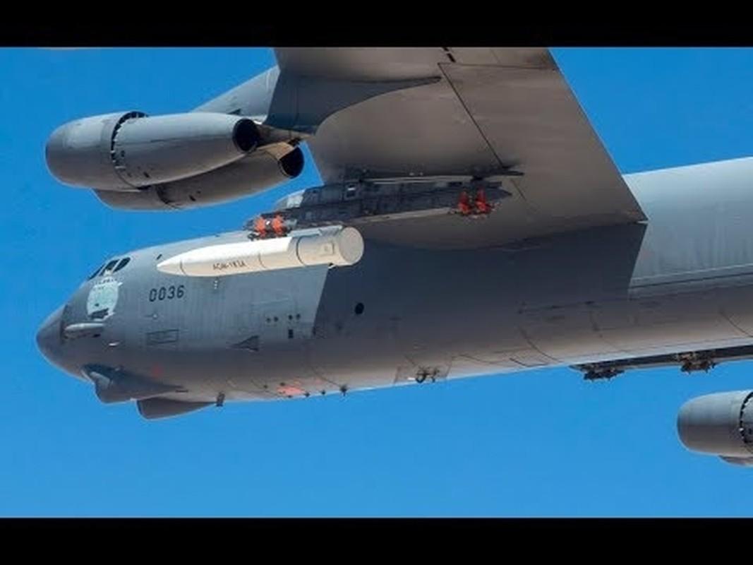 My lien tiep khoe hinh anh ten lua AGM-183A tren may bay nem bom B-52H-Hinh-4