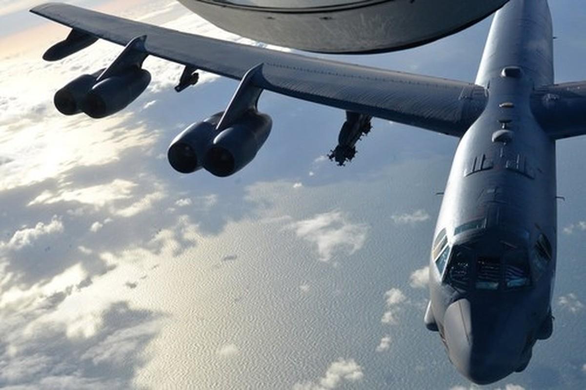 My lien tiep khoe hinh anh ten lua AGM-183A tren may bay nem bom B-52H