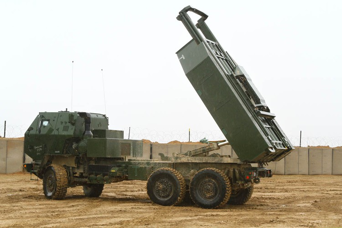 Phao phan luc M142 HIMARS cua My uy hiep truc tiep can cu khong quan cua Iran?-Hinh-10