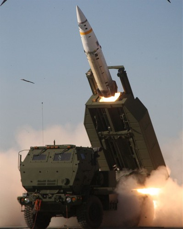 Phao phan luc M142 HIMARS cua My uy hiep truc tiep can cu khong quan cua Iran?-Hinh-5