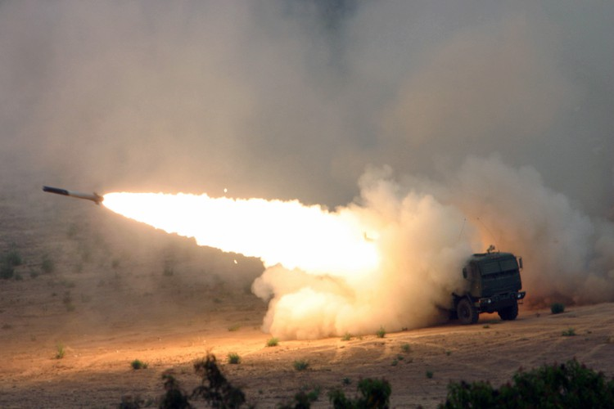 Phao phan luc M142 HIMARS cua My uy hiep truc tiep can cu khong quan cua Iran?-Hinh-9