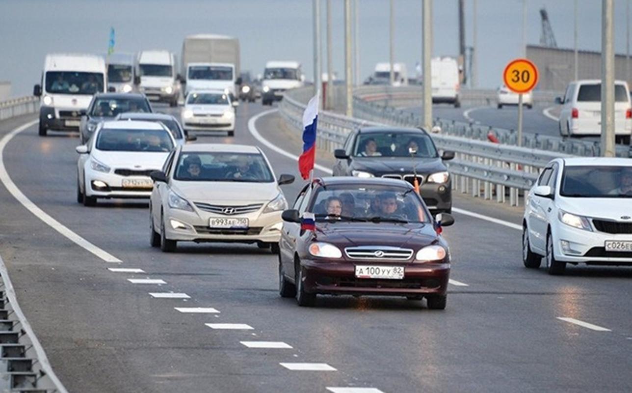 Ukraine lai de doa pha huy cau vuot Crimea, quan doi Nga phan ung the nao?-Hinh-2
