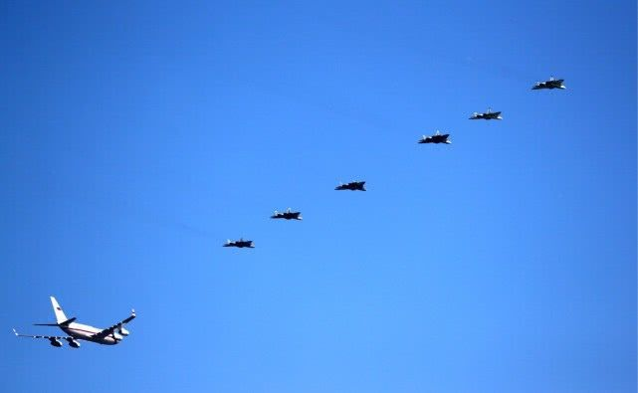 Khong quan Israel nang loi: Tiem kich Su-57 cua Nga chi de... bay bieu dien-Hinh-8