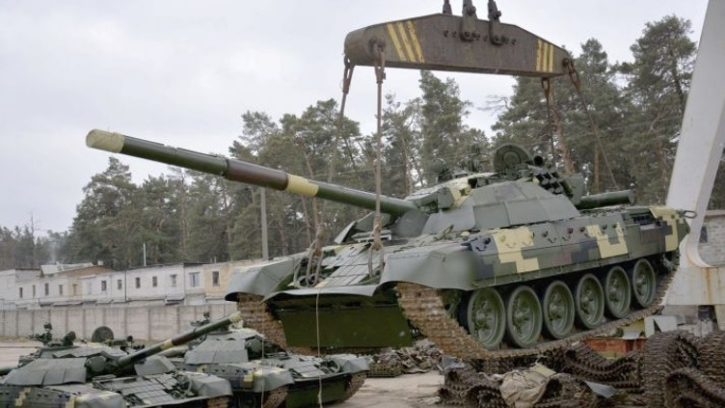 Tang thiep giap Ukraine manh len gap boi khi tiep nhan T-72AMT
