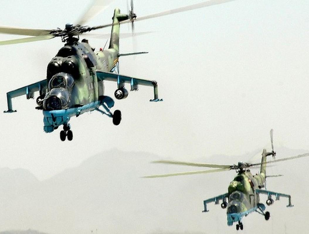 Phien quan khoi phuc xe tang T-90 chien loi pham, ha them nhieu truc thang Syria-Hinh-15