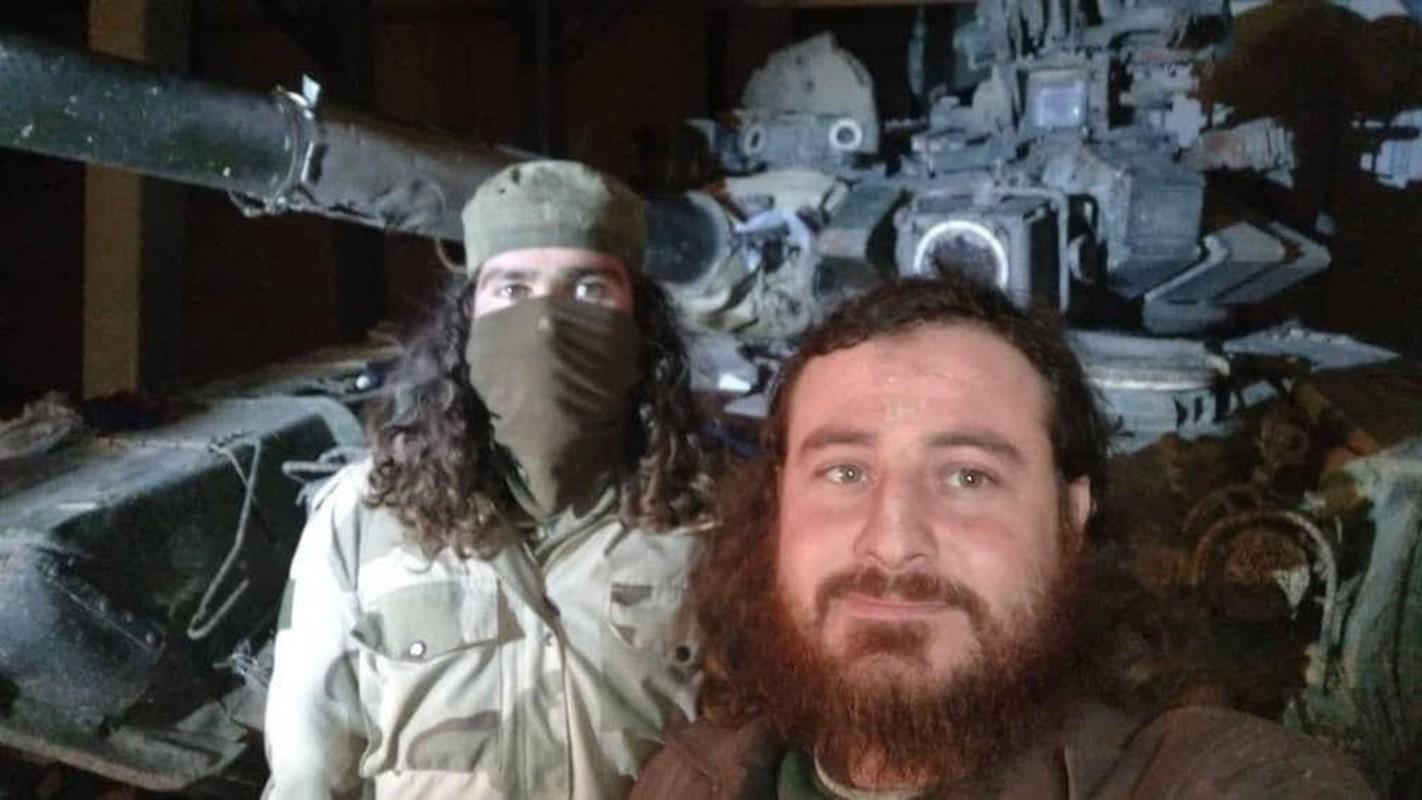 Phien quan khoi phuc xe tang T-90 chien loi pham, ha them nhieu truc thang Syria-Hinh-2