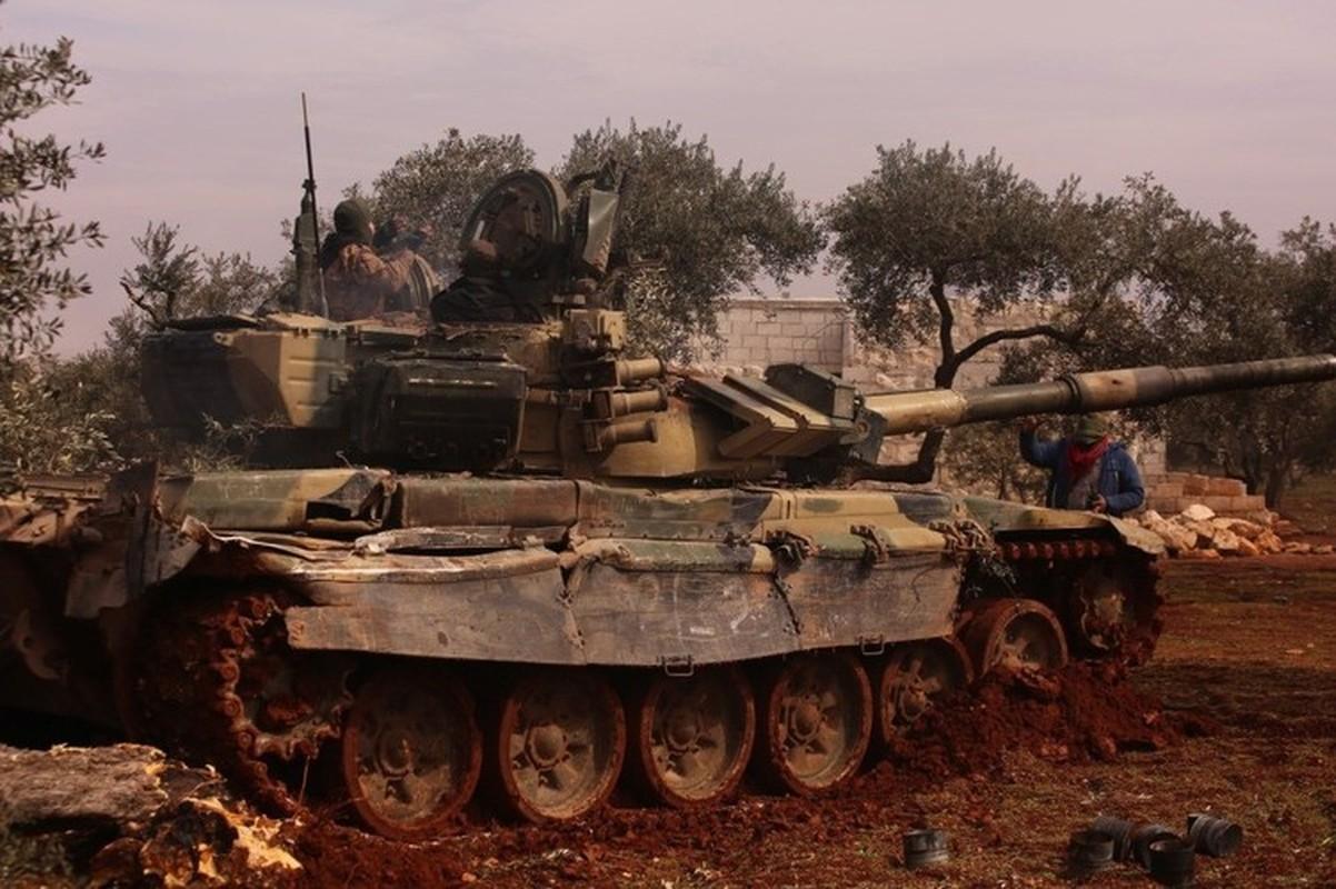 Phien quan khoi phuc xe tang T-90 chien loi pham, ha them nhieu truc thang Syria-Hinh-6