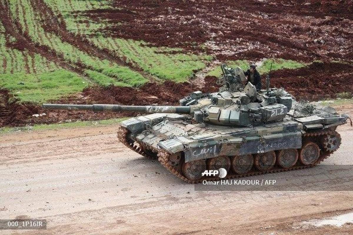 Phien quan khoi phuc xe tang T-90 chien loi pham, ha them nhieu truc thang Syria-Hinh-8