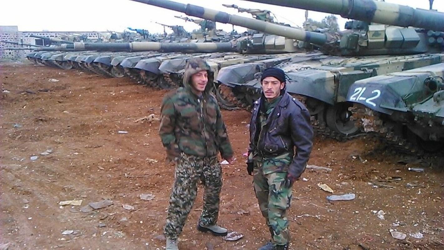 Phien quan khoi phuc xe tang T-90 chien loi pham, ha them nhieu truc thang Syria-Hinh-9