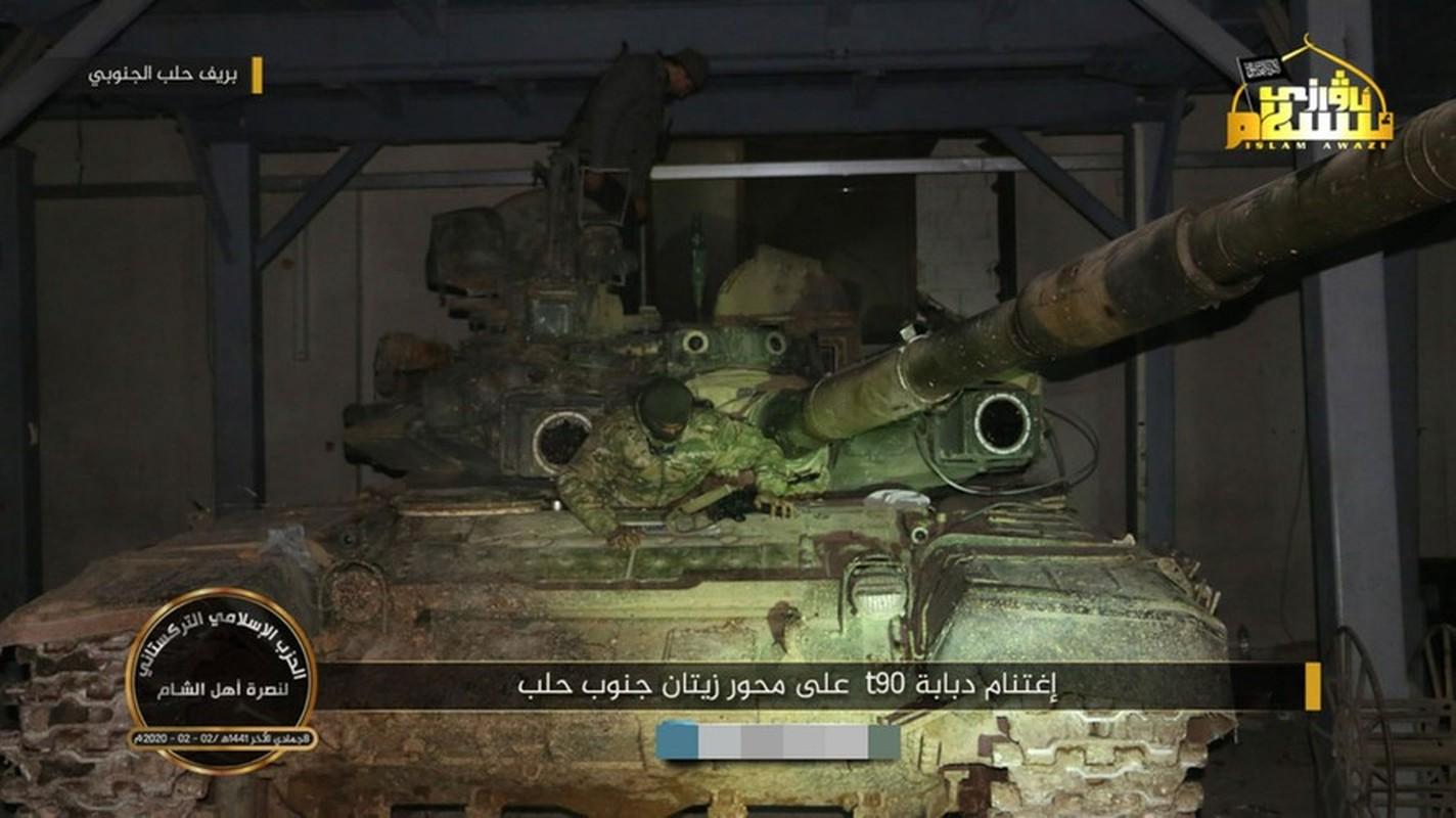 Phien quan khoi phuc xe tang T-90 chien loi pham, ha them nhieu truc thang Syria