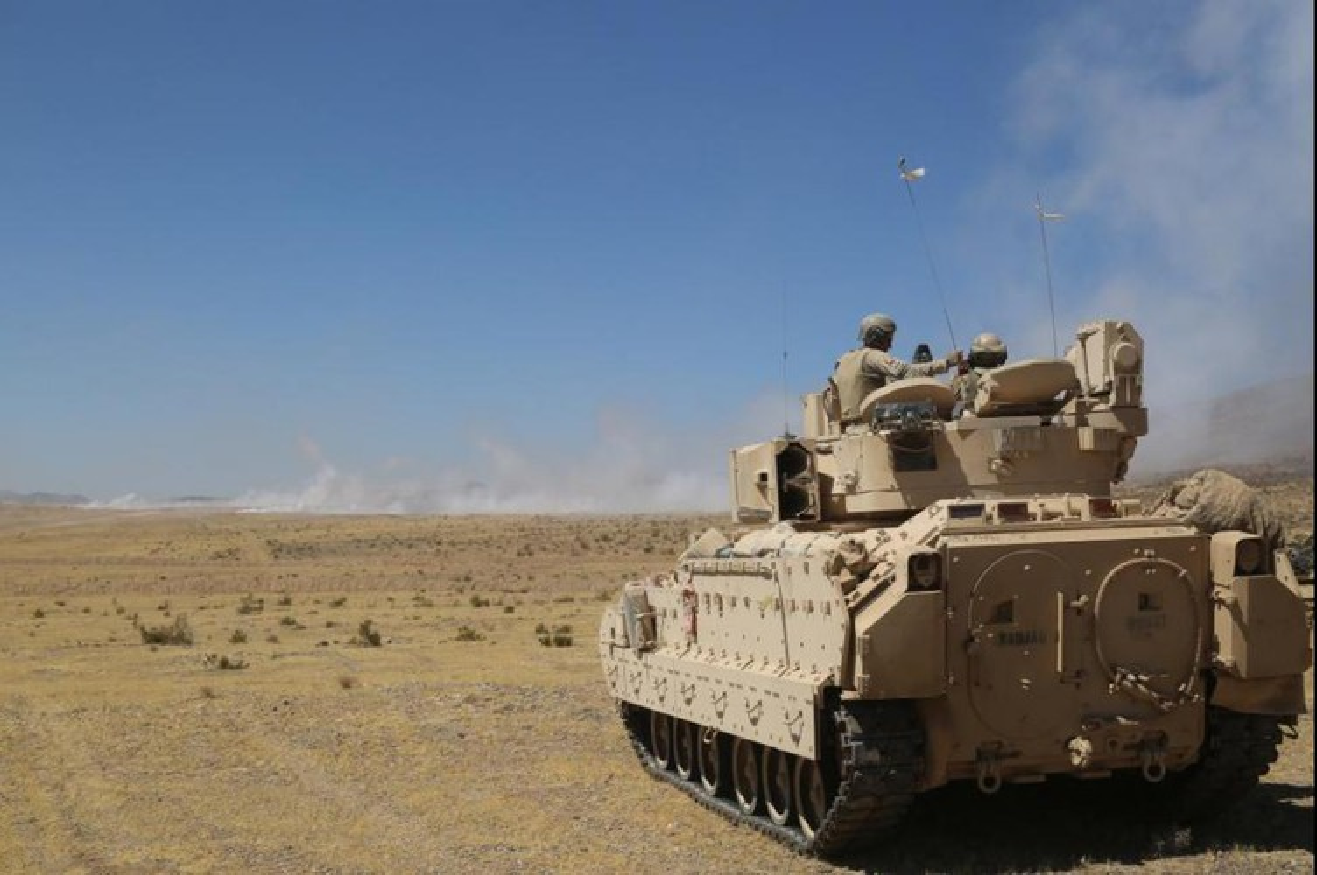 Sau xe tang M1A2 Abrams, My dua tiep xe chien dau M2 Bradley vao chien truong Syria-Hinh-10