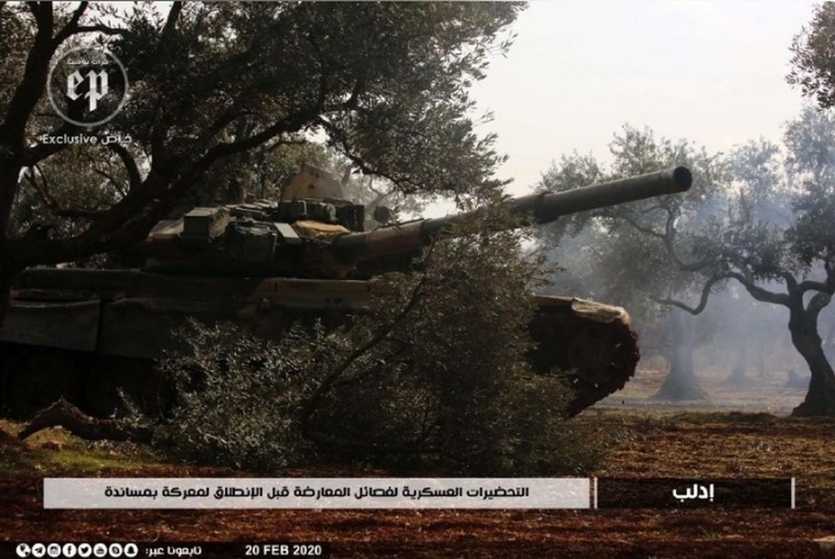Phien quan HTS dung xe tang T-90A tan cong quan doi chinh phu Syria-Hinh-2