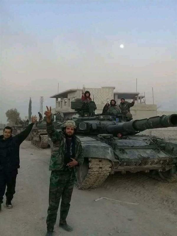 Phien quan HTS dung xe tang T-90A tan cong quan doi chinh phu Syria-Hinh-5