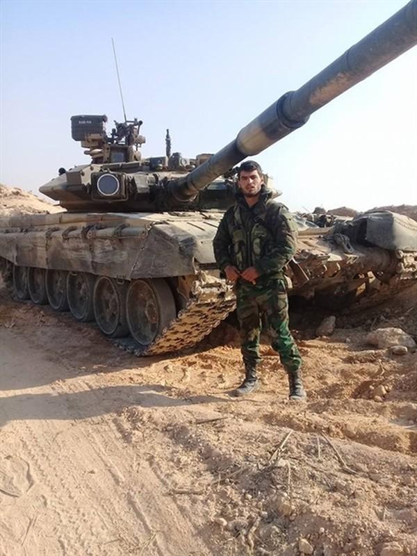 Phien quan HTS dung xe tang T-90A tan cong quan doi chinh phu Syria-Hinh-6