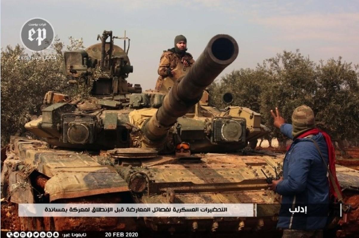 Phien quan HTS dung xe tang T-90A tan cong quan doi chinh phu Syria