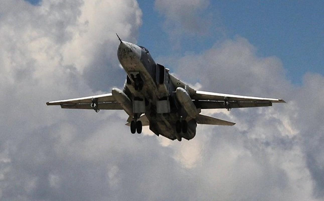 Bi Tho Nhi Ky tan cong, Su-24 Nga thoat nan o Idlib nho phi cong dieu luyen-Hinh-6
