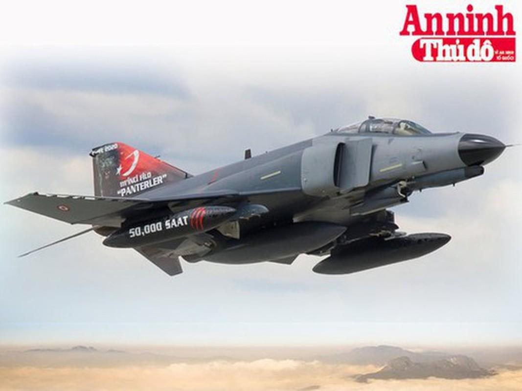 Tho Nhi Ky tinh dung tiem kich F-4E 2020T doi dau khong quan Nga o Syria-Hinh-5