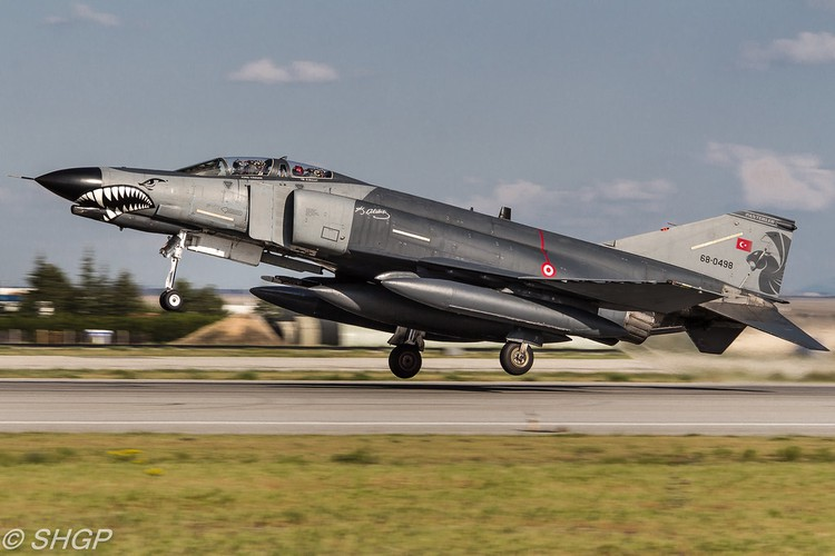 Tho Nhi Ky tinh dung tiem kich F-4E 2020T doi dau khong quan Nga o Syria