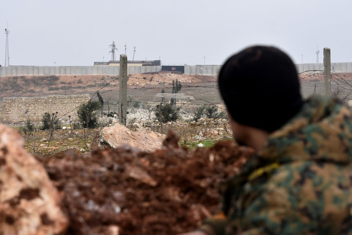 Bac bo thong tin khong quan Nga - Syria nem bom san phang tram quan sat Tho Nhi Ky-Hinh-12