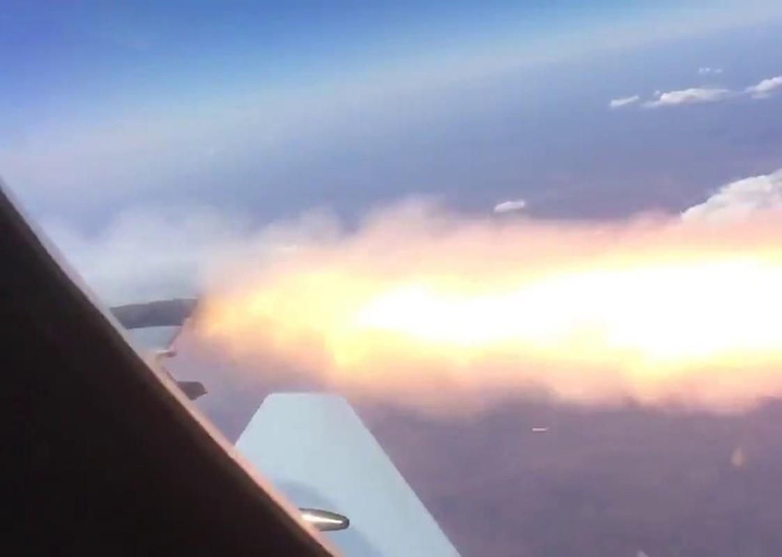 UAV quoc bao Tho Nhi Ky bi phao cao toc tren Su-35 Nga