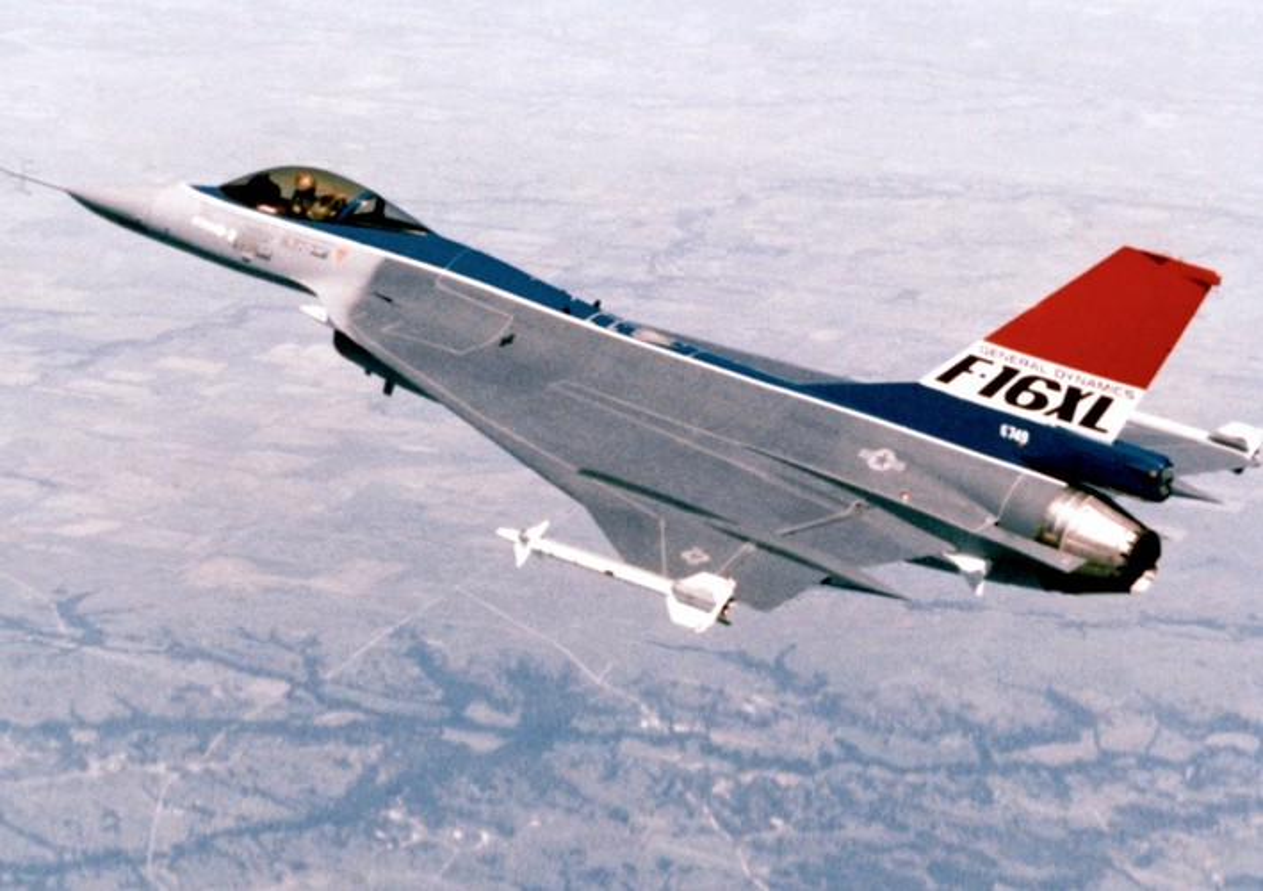 Suc manh bien the dac biet tiem kich F-16 lung danh cua My-Hinh-8